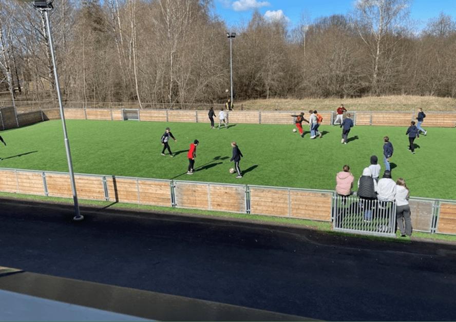 Skolgård med konstgräs på Prolympia Norrköping